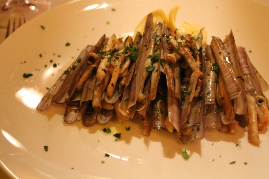 Antipasto of capelunghe (razor clams).