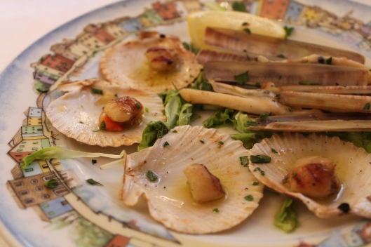 Lovely baby scallops and razor clams at al gatto nero.